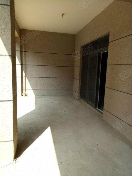 碧桂园多层一楼前后带院可随意装修,随时可看房