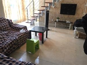 玛雅青城白鹭洲二跃三精装房两室一厅买到就可入住。