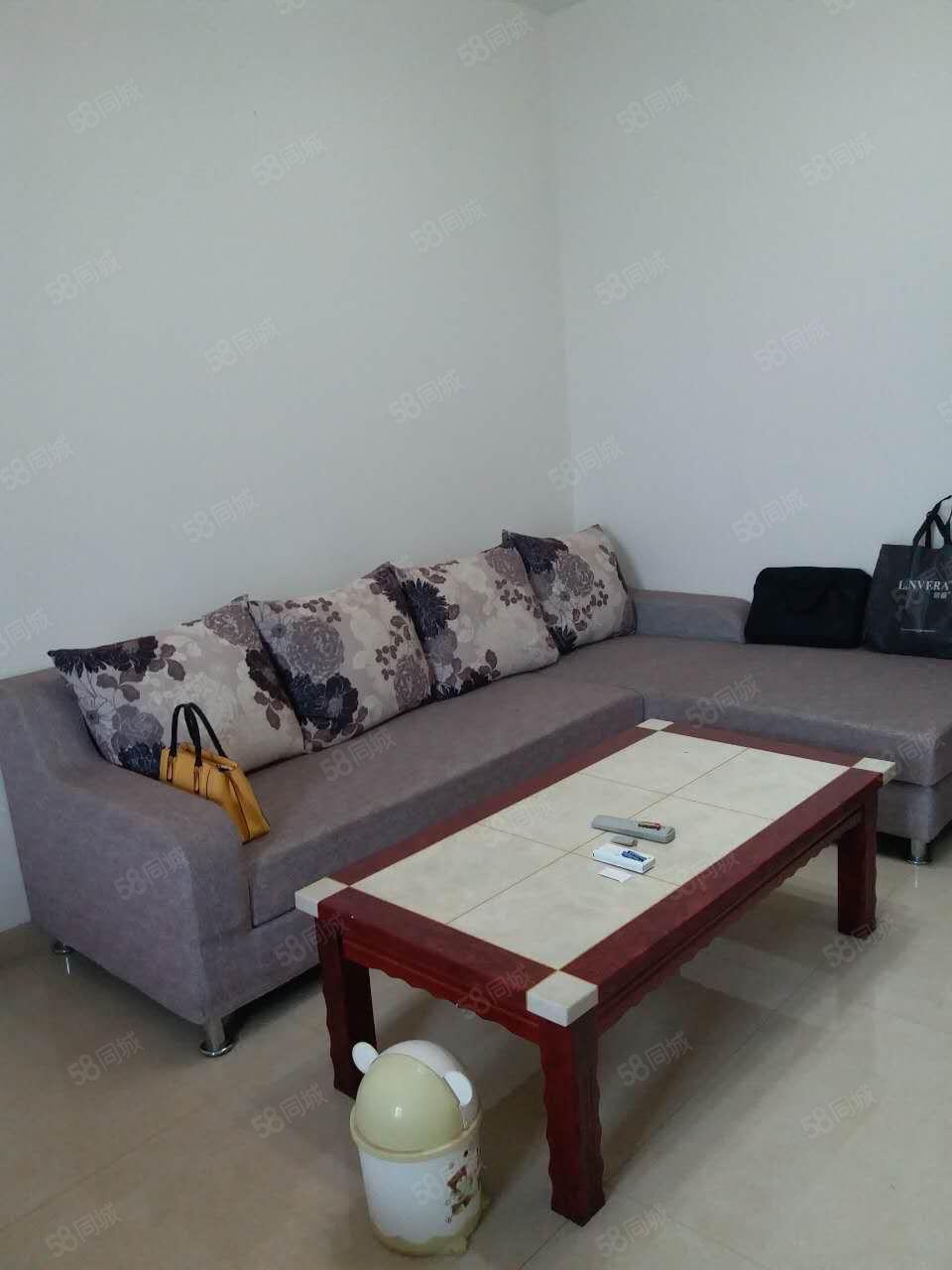 全新装修一室,家具家电齐全,拎包入住