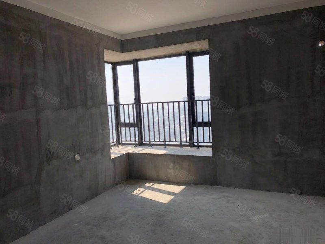 国贸大3房出售朝向好!采光好!超大三个大阳台!