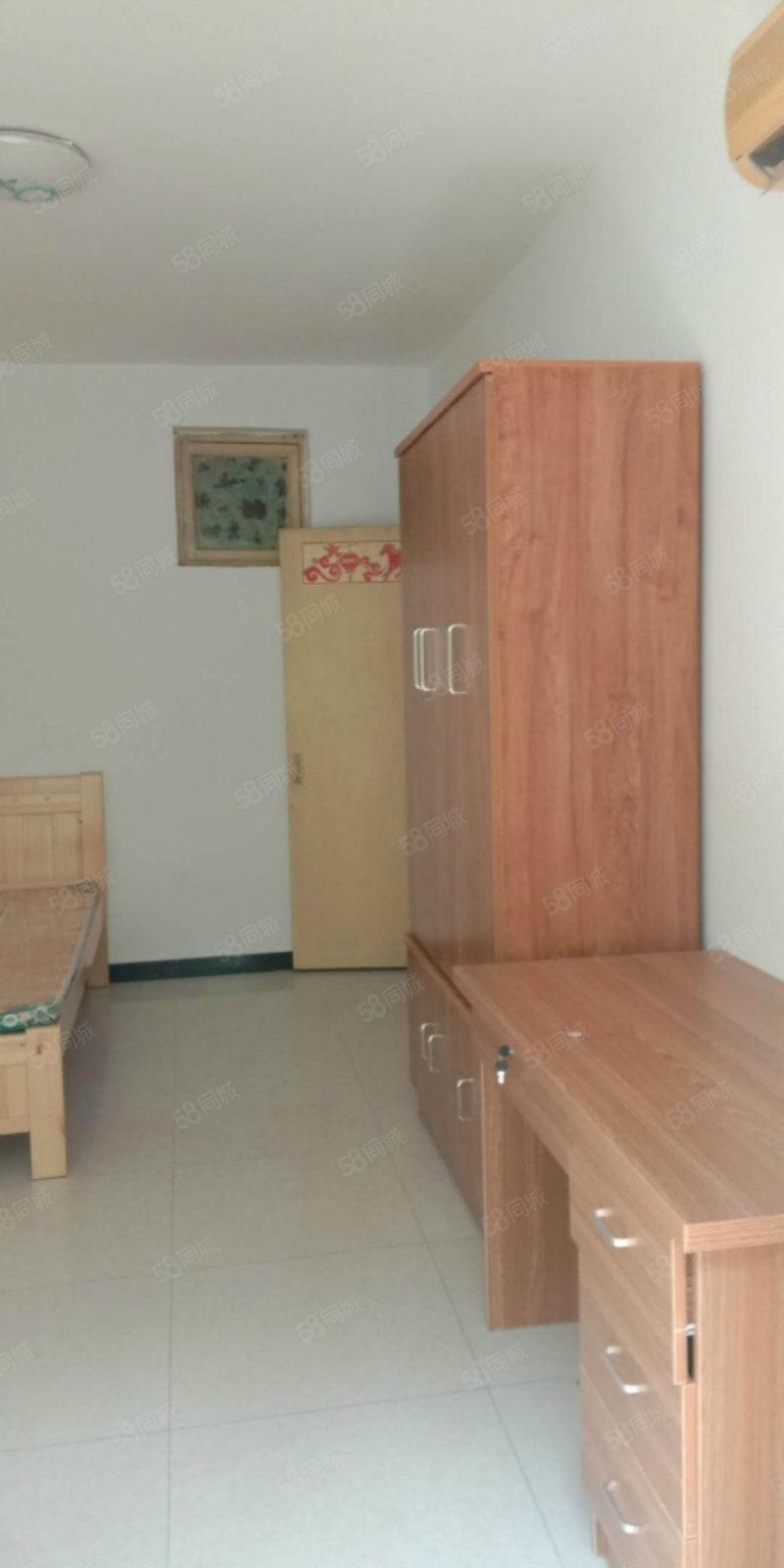 彩虹老生活区一室新装修家具家电都有随时可以入住看房电话联系