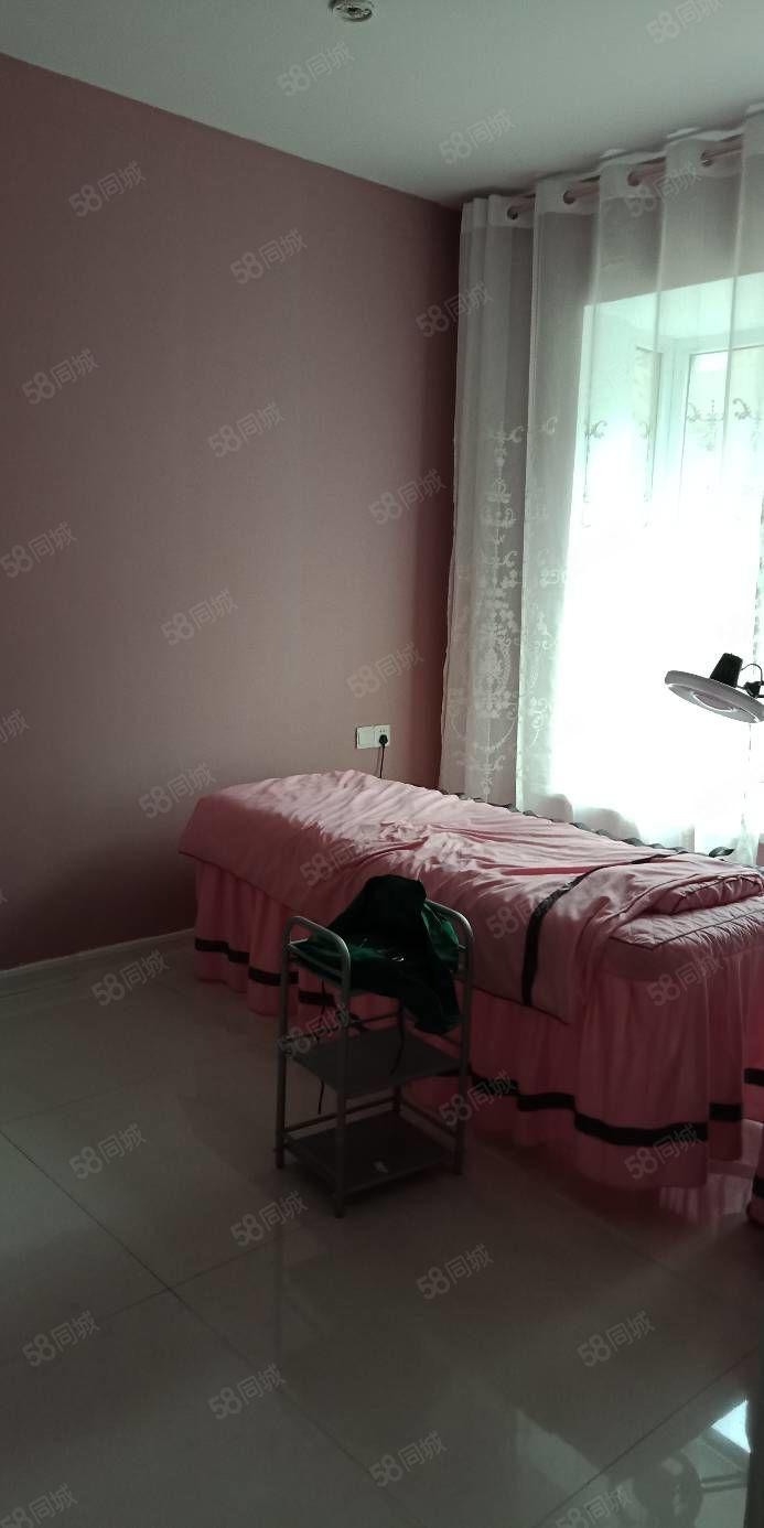 大欣城有房出租,半年付款,适合开美容美体美甲,带设备转让