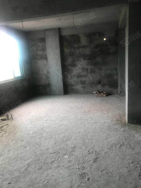 8房3厅3卫复式汽车南站附近,300平米首付20万
