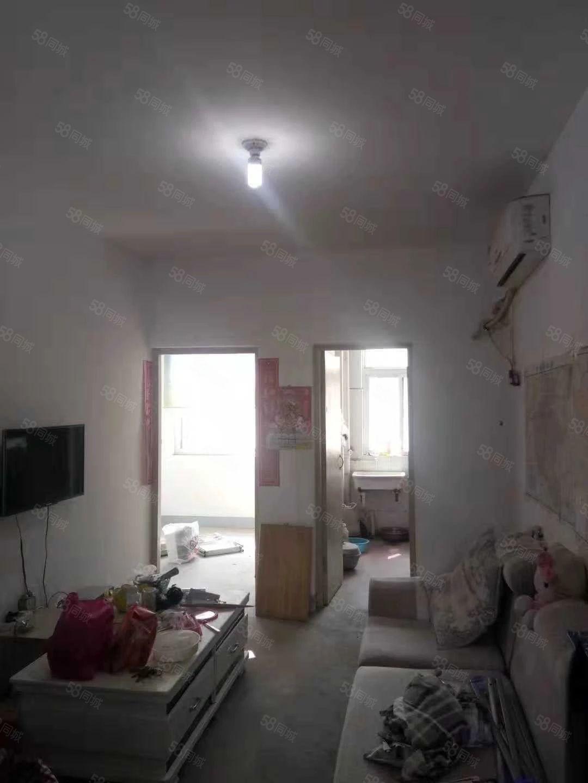 翠柳路南段歩梯三楼简单装修基本的家具家电有钥匙