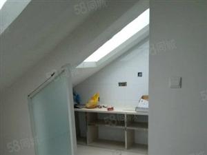 御景嘉苑阁楼三室两厅126平方简单装修1套6.8万
