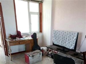 国际丽都,精装修108平米简单家具!包费用!