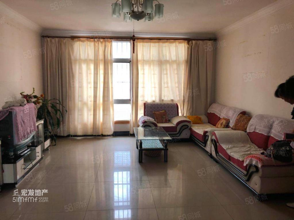 六中生活区1700元4室2厅2卫精装修,环境幽静,居住