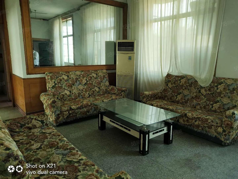 鄢望路附近三室套房步梯四楼简单装修价格美丽