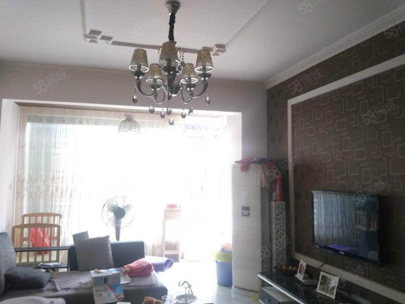 雍景湾花园小区家具家电齐全温馨两室停车方便拎包入