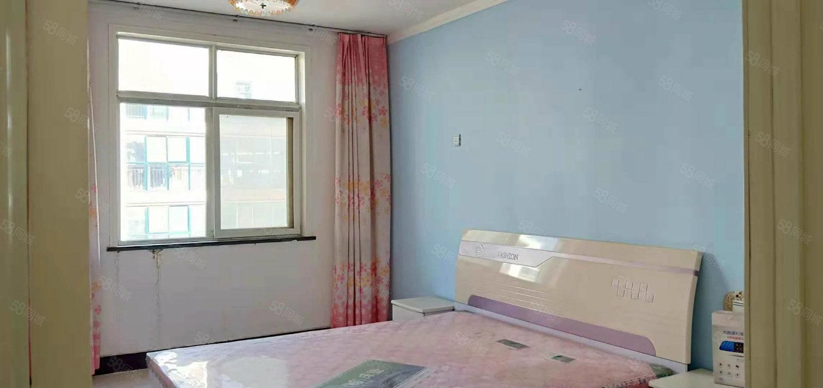 翠柳小区三室套房歩梯五楼简单装修干净卫生