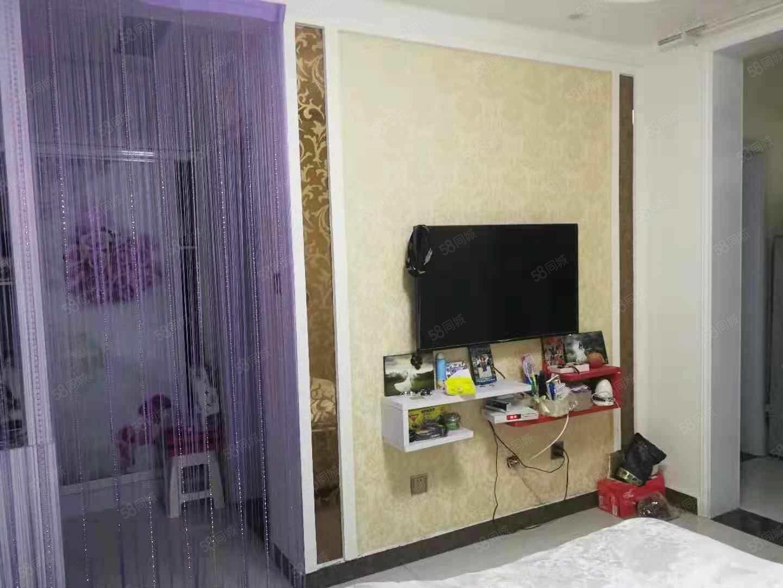 永弘府邻国际精装修一室一厅家电齐全一年一万