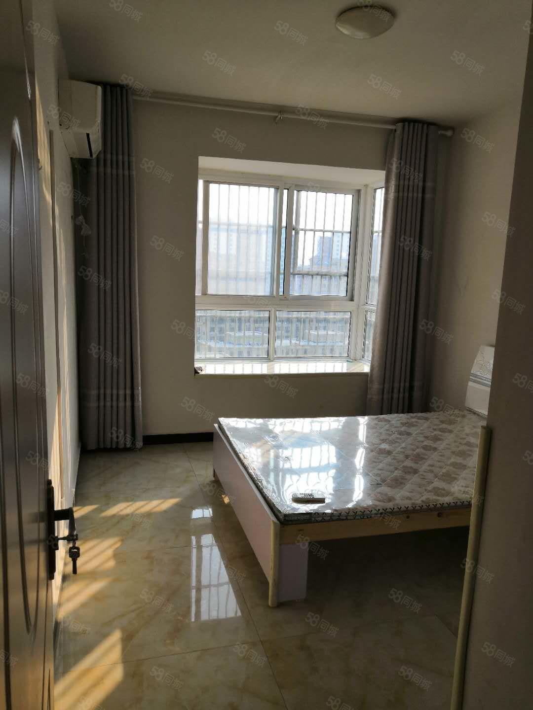 翡翠湾简装两室一厅拎包即住