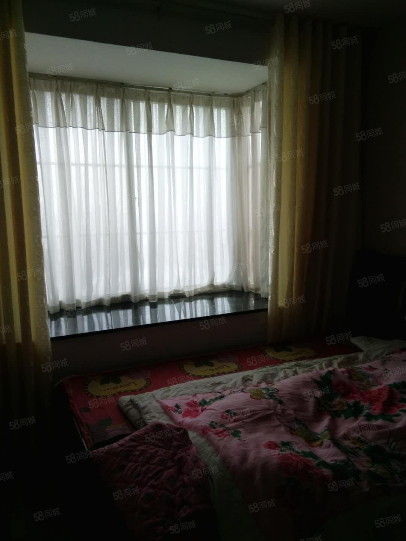 滨河路中段3楼2室1厅家具家电月租700元