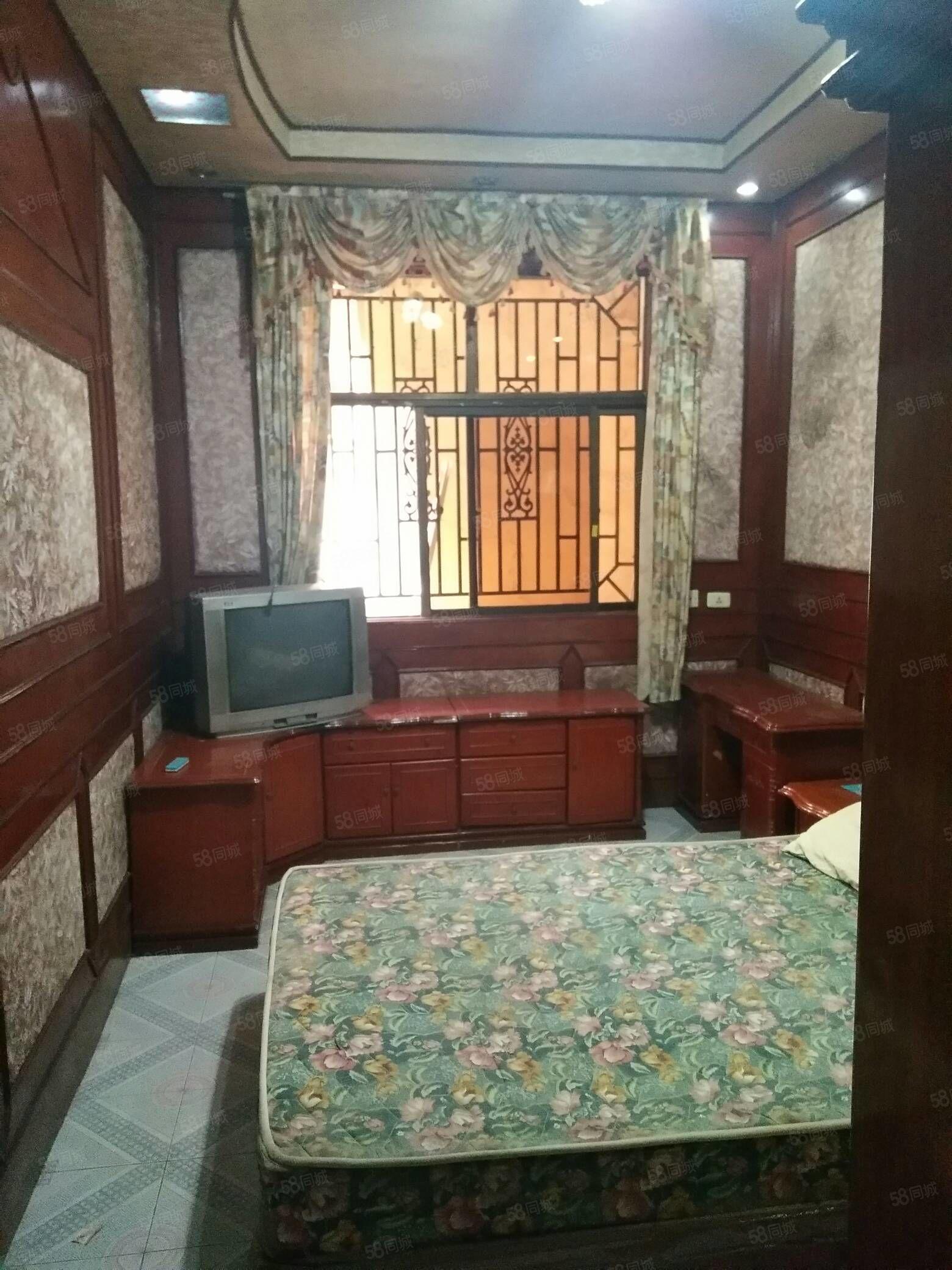 丹尼斯附近独院出租,两层5室!