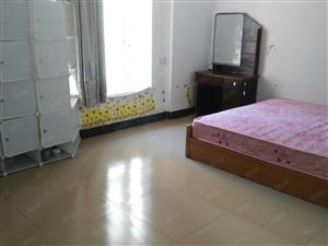新福四路单位房120平方三房二厅1900元/月