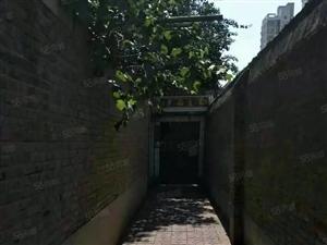 西关东街小学附近独院出租,位置优越,租金便宜。