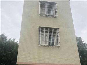 北惯东莺村私宅地面70平方,4.5层,一口价28.8万