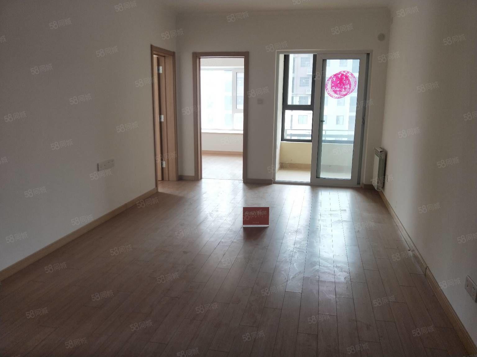 万科一期精装三房,有封阳台,便宜皇家赛车,近地铁口,看房方便