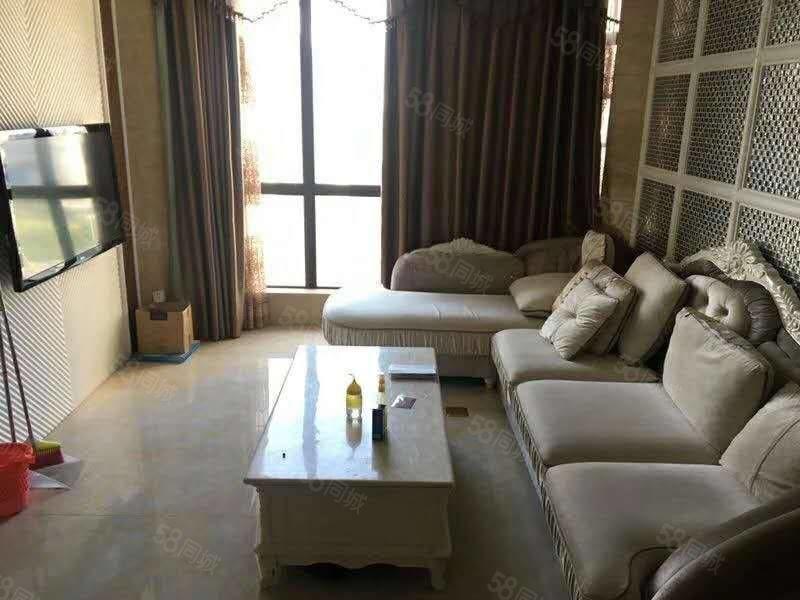 市中心好社区豪华装修标准两房,设备齐全,居家享受