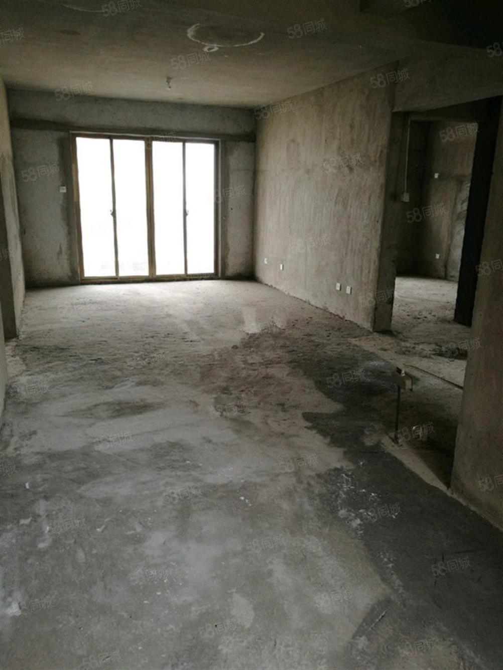 海滨一号4室2厅2卫毛坯出租