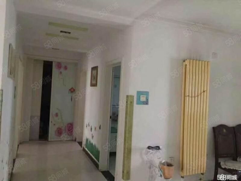 紧邻前进街小学五洲国际精装3室2厅2卫家具家电齐全