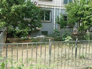 世家花园1层带院80平米总价165万看房随时我有钥匙