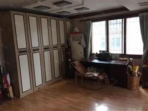 滨河家园储上1楼送40平露台,套三双卫,精装修,出国急售。