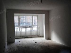 城南家园,三房两厅,电梯房,好楼层,房东诚心出售,欢迎看房。