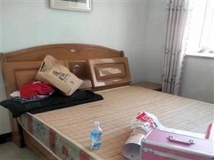 出租:北关学区房,三室两厅一卫,精装拎包入住,有电梯,