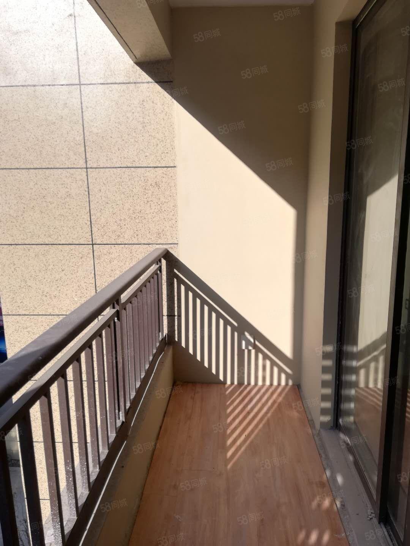 珠光公馆小洋房,双阳台现在装修好.可以随时来看现在急租