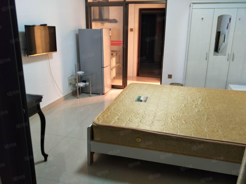 中央公馆独门独户单身公寓设备齐全拎包入住靠近万达