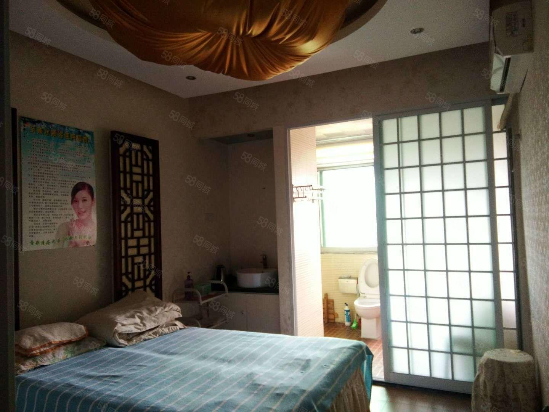 该房位于皖城商厦附近,精装温馨出行方便,动静分明采光不错