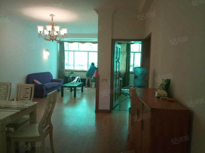 老城区都长街6楼精装标准大2室2厅2卫一口价50W单价醉低
