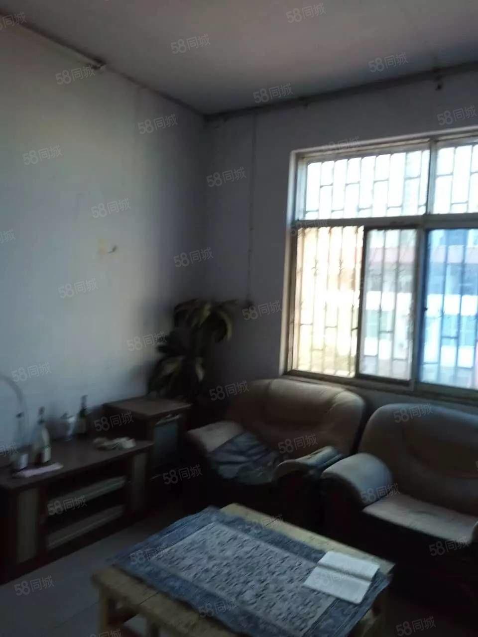豫安小区附近三楼三室一厅带证可按揭