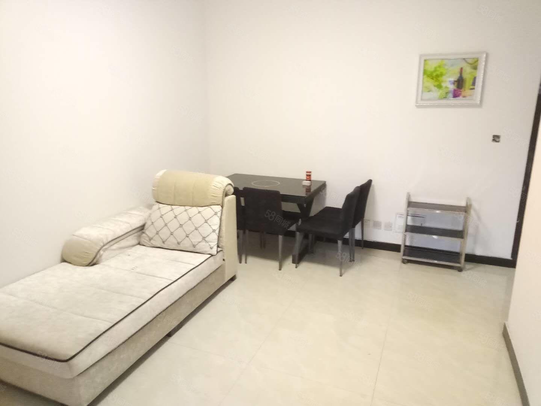 裕鸿世界港旁华康小区1室1厅房间干净整洁随时拎包入住