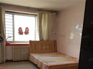 鲁兴花园三室一厅家具家电齐全,带阁楼
