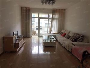 市区凤麓湖畔1楼精装修3房2卫带家具出售拎包入住采光很好