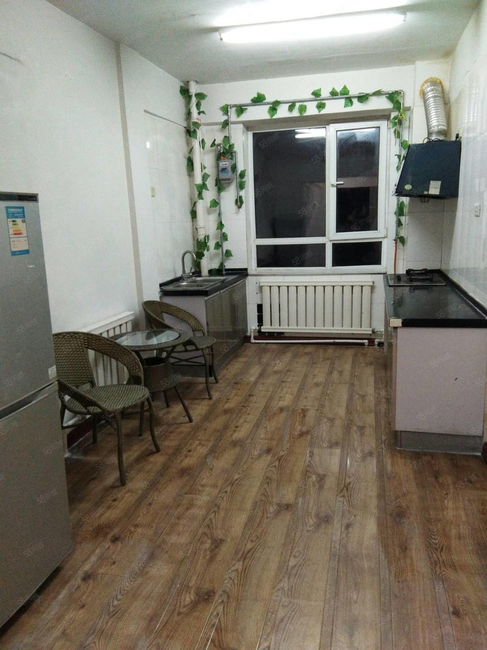 水岸帝景1室1厅中装家具家电月付季付每月1450元包暖