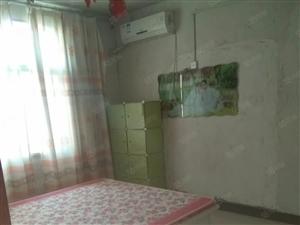 六小好位置房,罗岗村卫生所附近简装修,带家具家电扲包住
