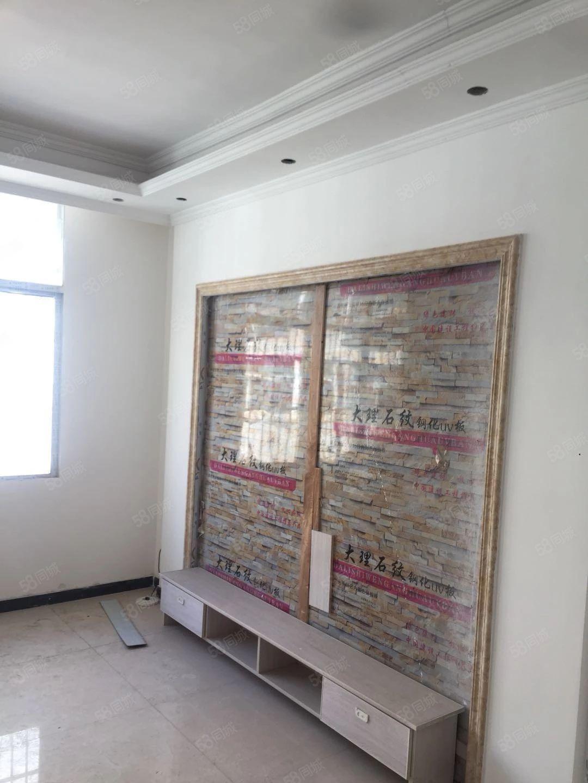 刚装修好的房子,另外还有二楼,三楼,四楼对外急售,房间任选