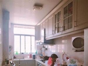 优质四小二中学区房精装大三室附送家具家电单价6500