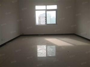 龙凤新城简装三室两厅一厨一卫