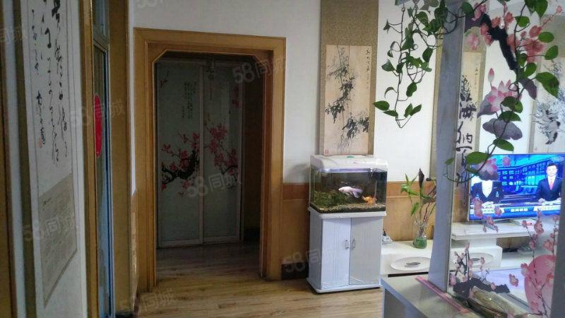 此房富民小区三室两厅一卫精装修手续齐全.