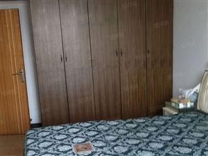 县政府旁单间出租,有自己单独的卫生间和厨房!!