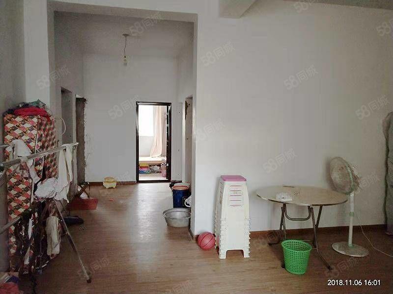 妇幼保健院五楼,拎包入住,出行方便