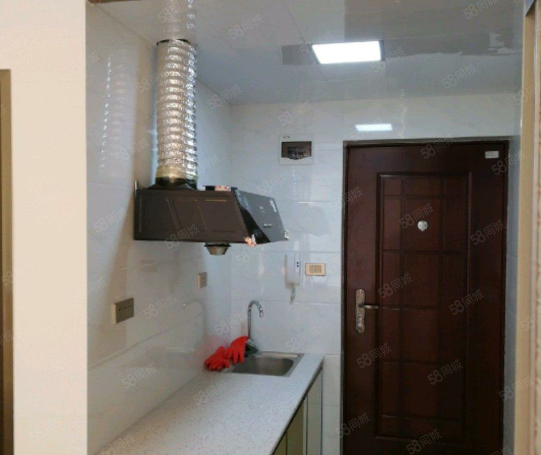麒龙国际但是公寓房一室一厅一厨一卫精装修关门出售