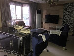 丽江湾豪装四房名牌家私家电价格实惠适合一家人居住