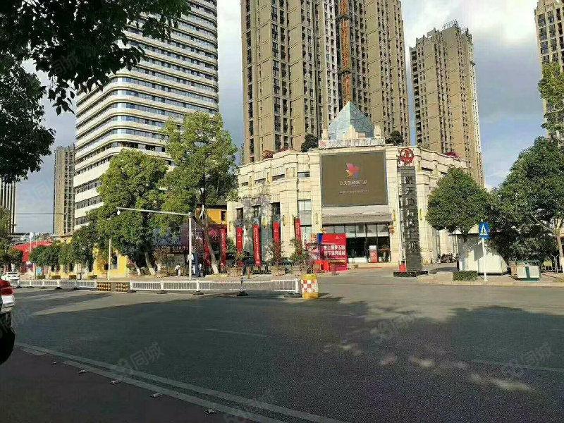 玉溪市中心万达广场仅限两套端口公寓24楼彩光相当好视野广