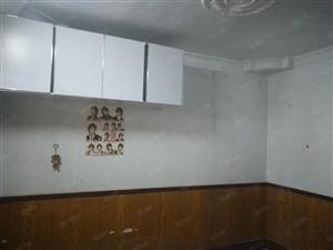 澳门葡京正网卫生局家属院2室1厅1卫70平米