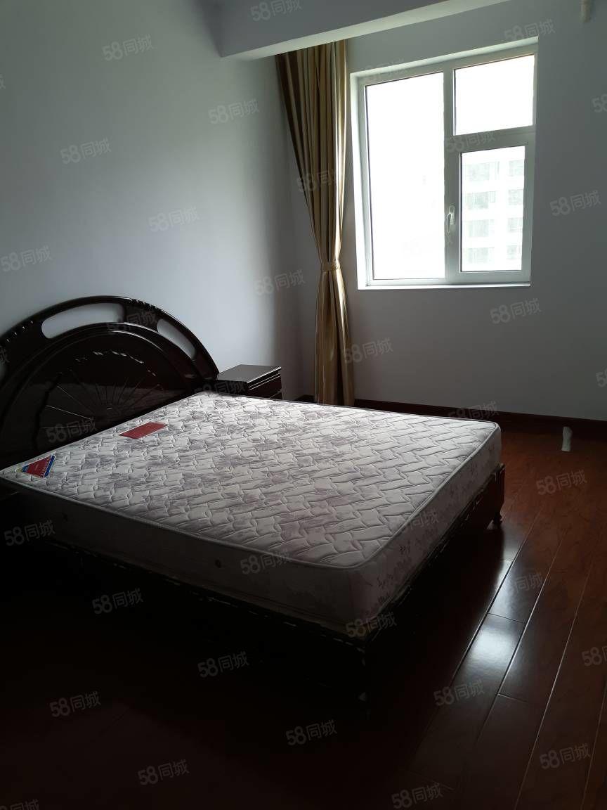 泛华城市广场两室出租简装木地板能做饭能洗澡停车方便有家具